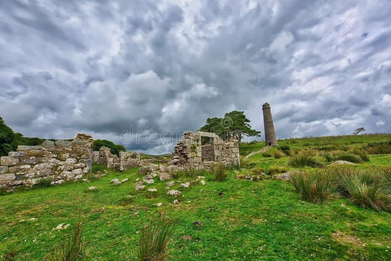 在Dartmoor顶部的老遗弃Graite锡矿在英国 免版税图库摄影