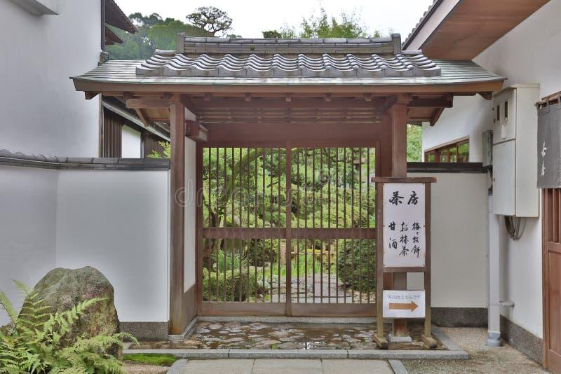 在Dazaifu Tenmangu附近的老日本人寺庙 免版税库存图片