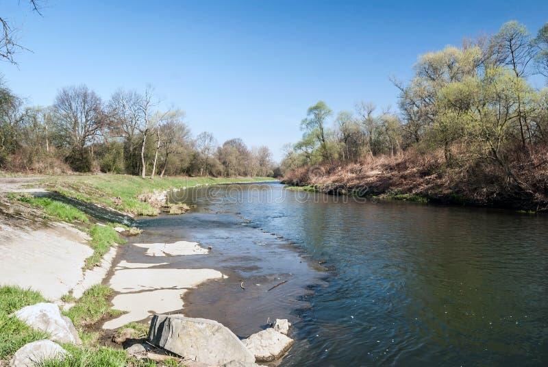 在Detmarovice村庄附近的Olse河在边界附近的捷克共和国的与波兰 库存图片