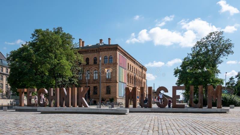 在Deutsches Technikmuseum前面在柏林在夏天 免版税图库摄影