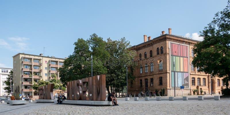 在Deutsches Technikmuseum前面在柏林在夏天 库存图片
