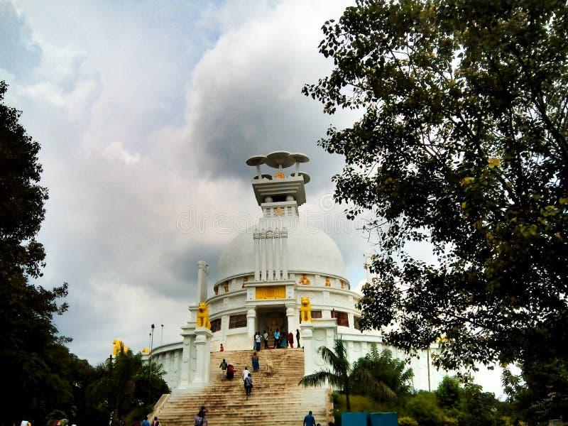 在Dhauli的Shanti stupa 免版税库存图片