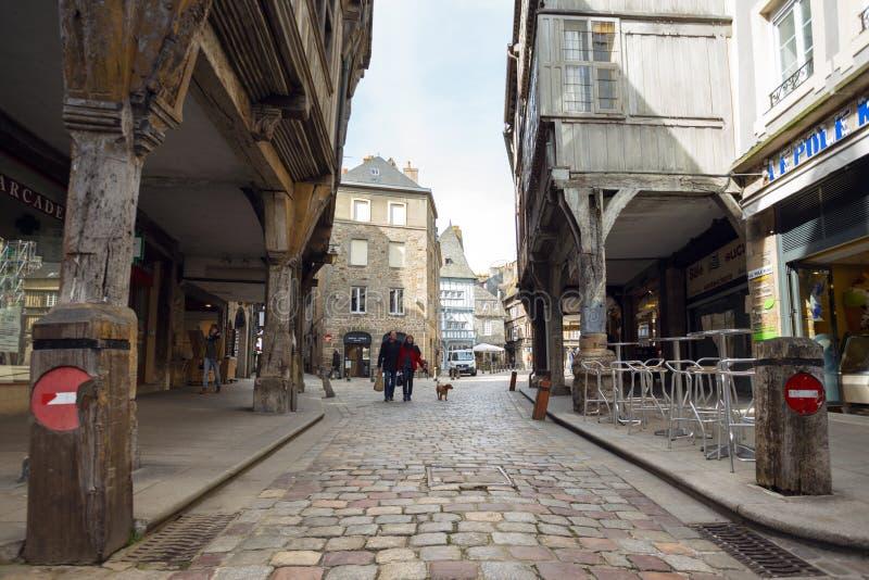 在Dinan的美丽的街道 免版税库存图片