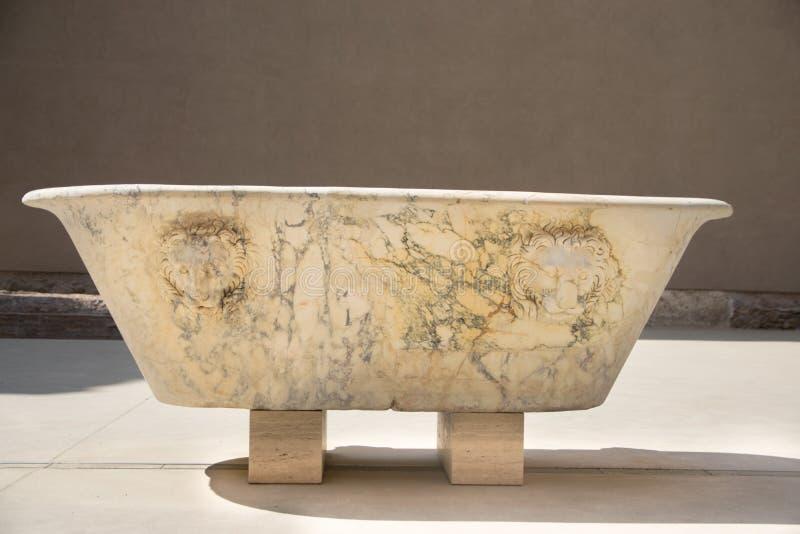 在Diocletian浴的一块殡葬大理石平板在罗马 免版税库存图片