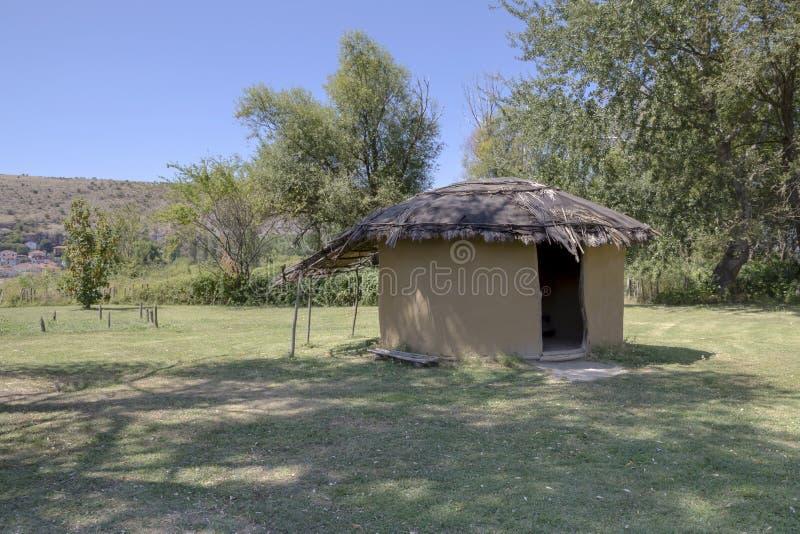 在Dispilio附近村庄的湖岸新石器时代的解决  免版税图库摄影