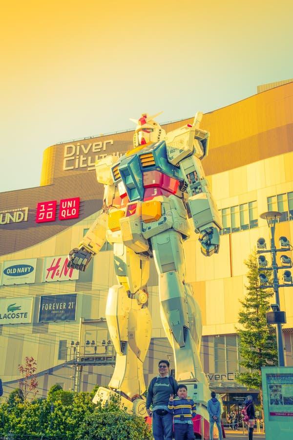 在DiverCity东京广场之外的大型Gundam表现, Oda 库存例证