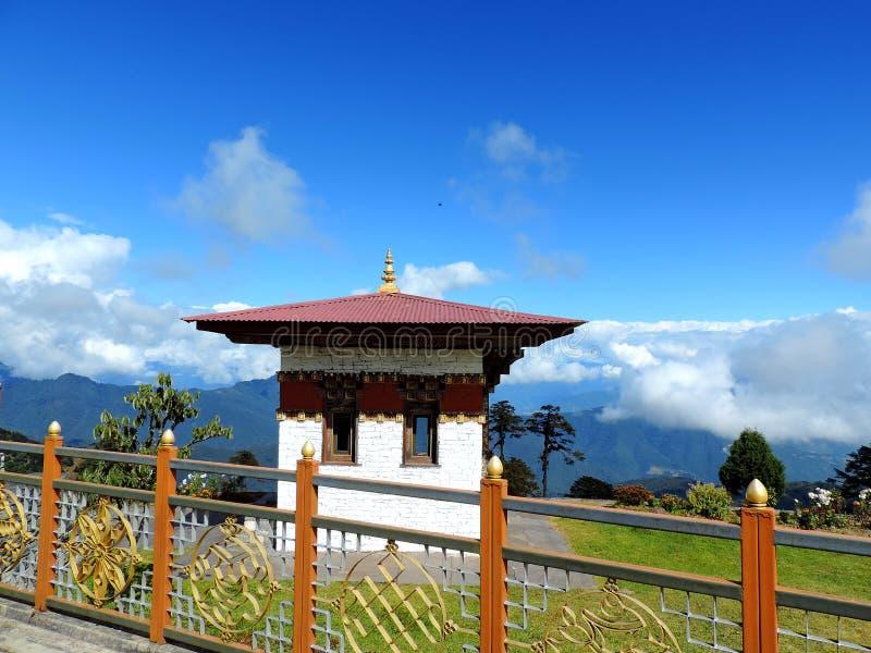 在Dochula通行证,不丹的Druk Wangyal寺庙 免版税图库摄影