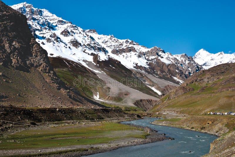 在Drass附近的风景在对Zojila通行证,拉达克,查谟和克什米尔,印度的途中 图库摄影