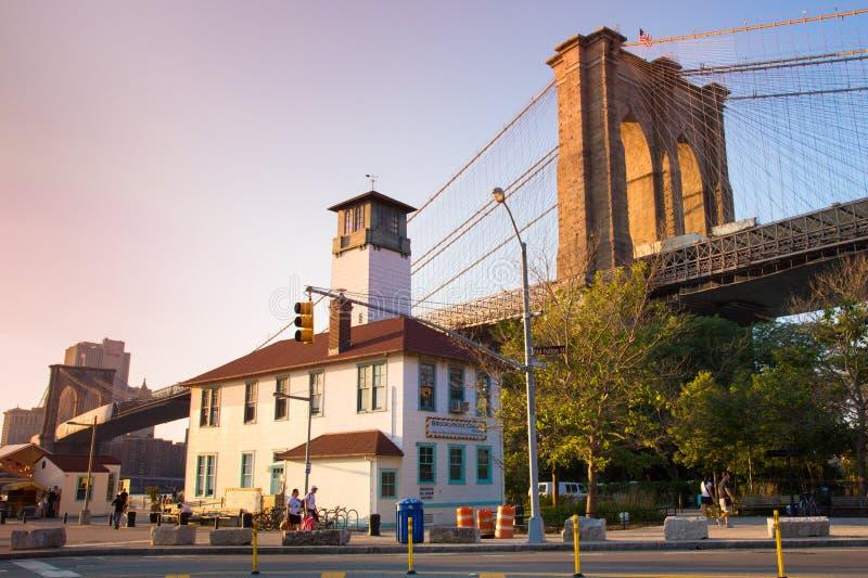 在DUMBO的布鲁克林大桥 库存图片