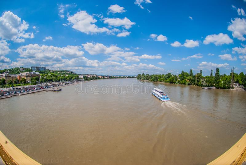 在dunai河的令人惊讶的看法在布达佩斯 免版税库存图片
