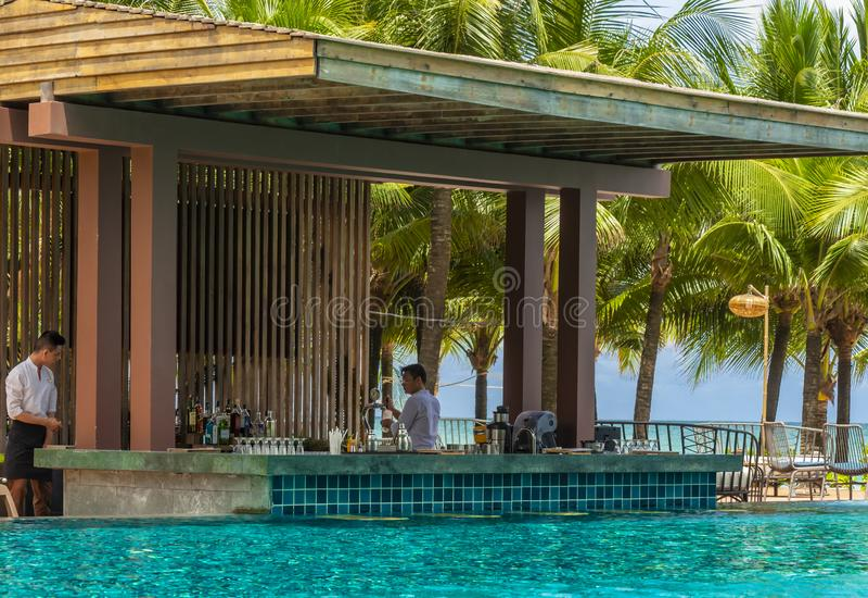 在Dusit Moonrise公主海滩胜地的水池酒吧 免版税库存照片
