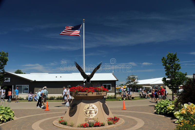 在EAA AirVenture的军用纪念品在奥什科什 库存图片