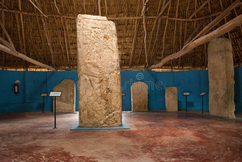 在Edzna墨西哥的玛雅stelae 免版税图库摄影