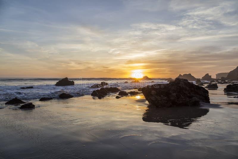 在El斗牛士海滩,加利福尼亚的日落 免版税库存照片