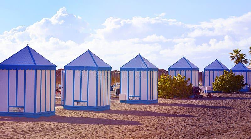 在El杜克海滩的看法与肋前缘的阿德赫,特内里费岛,加那利群岛,西班牙海滨别墅 库存图片