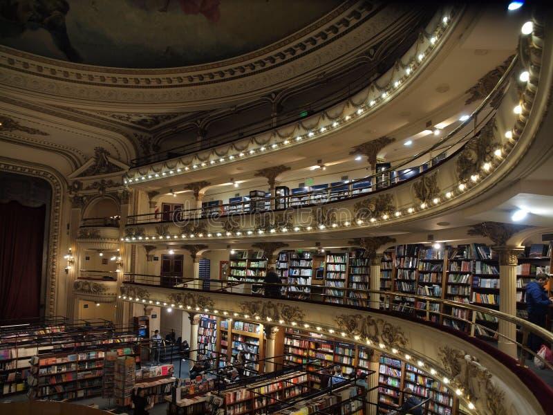 在El Ateneo书店里面在布宜诺斯艾利斯 免版税库存照片