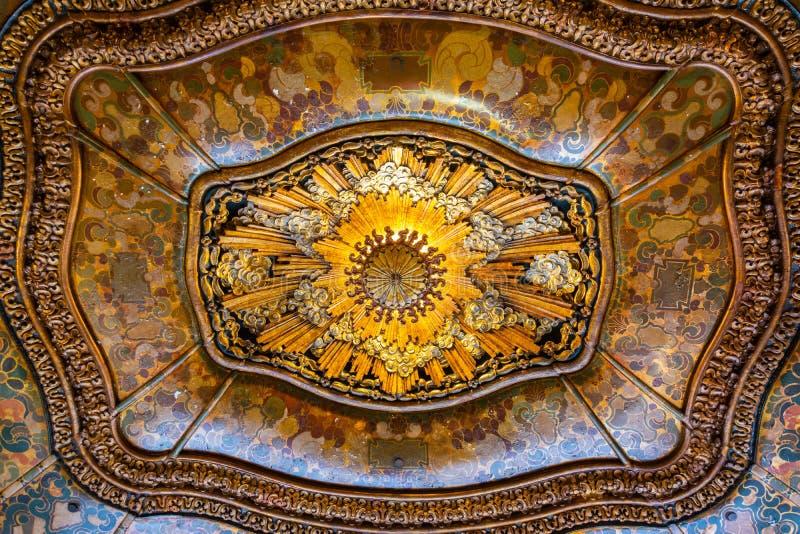 在El Capitan剧院大厅的天花板在洛杉矶,加州 免版税库存图片