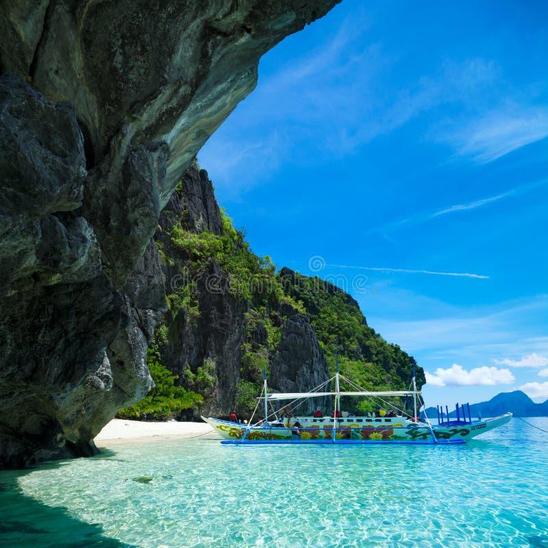 在El Nido,巴拉望岛-菲律宾的小海滩 免版税库存图片