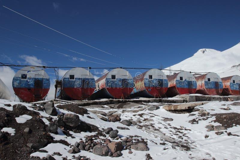在Elbrus登上的小屋bochki 库存图片