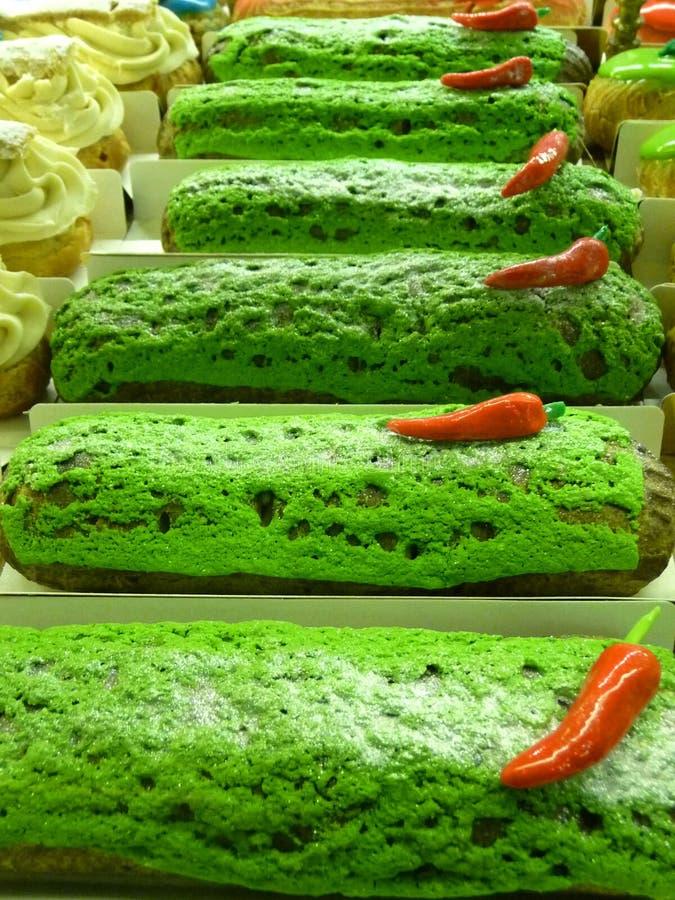 在Eliseevskiy商店的美丽的明亮的蛋糕在圣彼德堡 库存照片