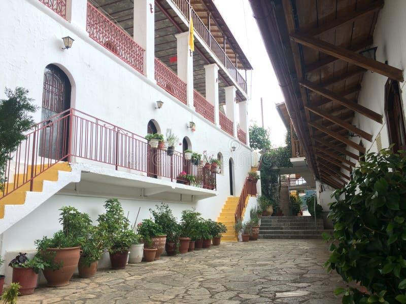 在Elona里面修道院在希腊 免版税库存照片