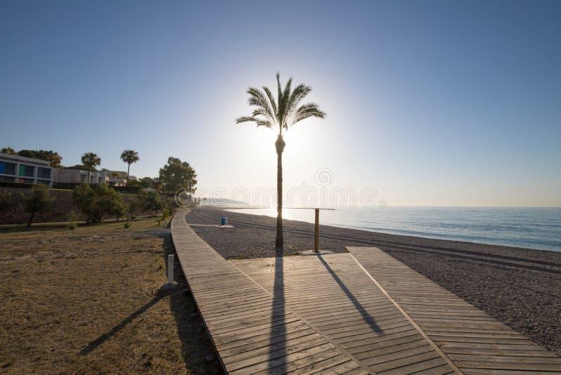 在Els Terrers海滩的木走道在Benicassim 库存照片