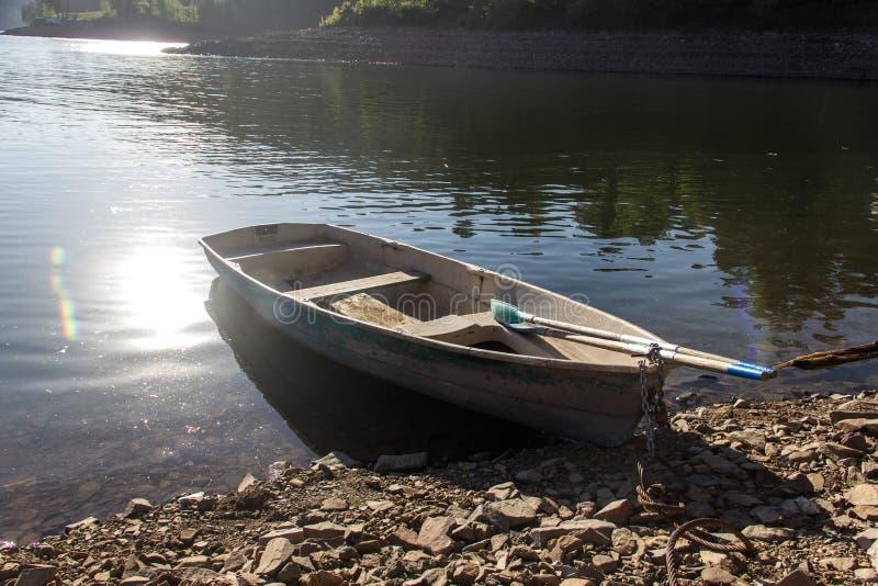 在Enisey河的小船 免版税图库摄影