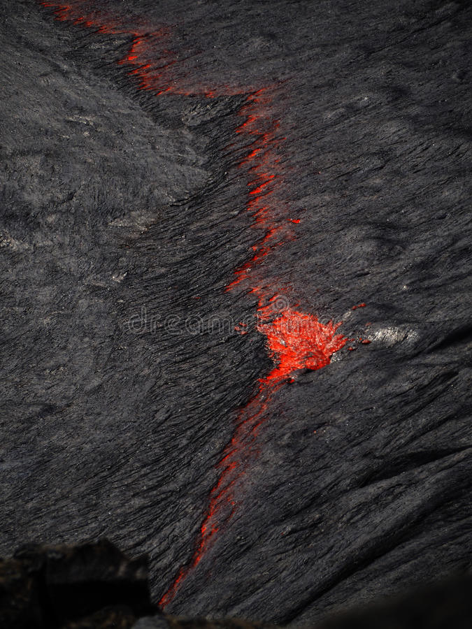 在Erta强麦酒火山,埃塞俄比亚里面的熔岩 免版税库存照片