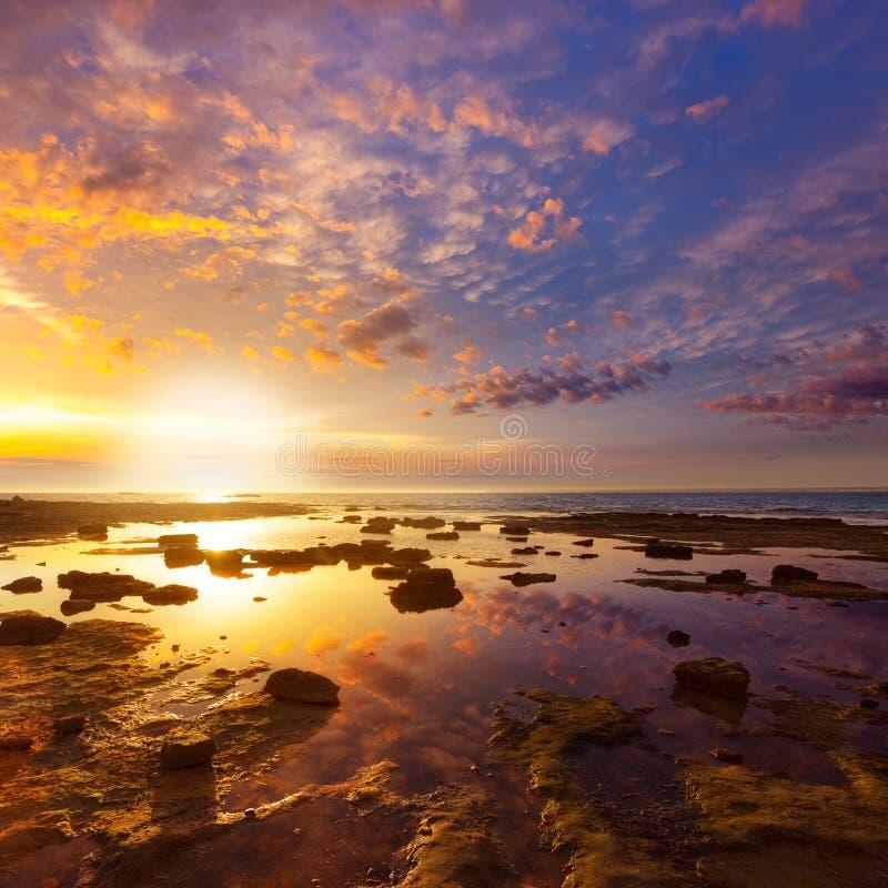 在ES Trenc海滩的马略卡日落在坎波斯 免版税库存图片