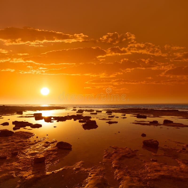 在ES Trenc海滩的马略卡日落在坎波斯 免版税库存照片