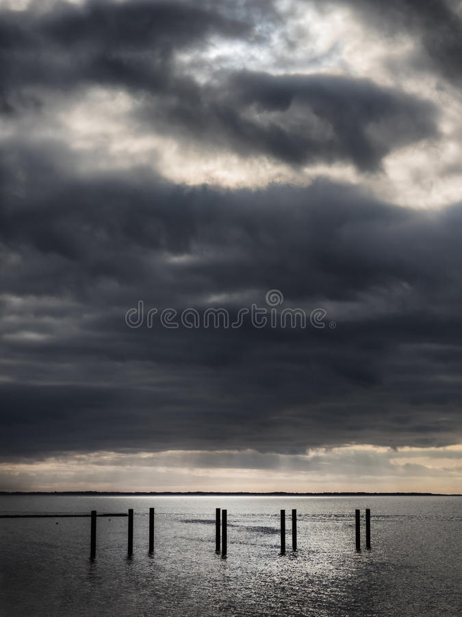 在Esbjerg,丹麦附近的海滩散步 库存照片