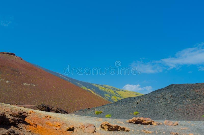 在Etna火山的史维斯查火山口概要 仍然欧洲的最高的火山在活动 免版税库存图片
