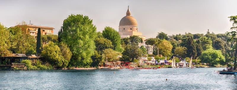 在EUR湖的风景看法在罗马,意大利 免版税图库摄影