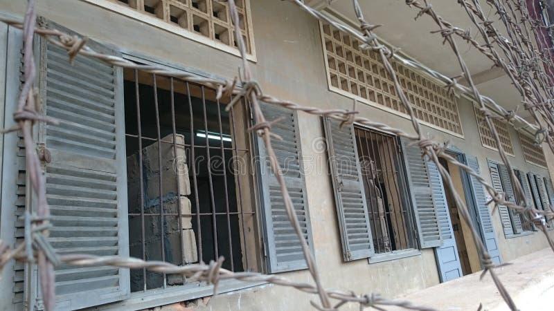 在F21博物馆的铁丝网在柬埔寨 免版税库存照片