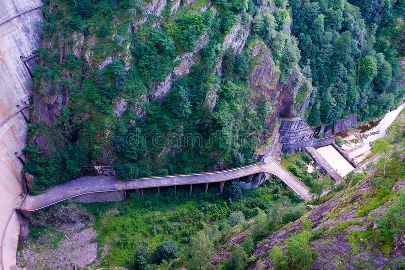 在Fagaras山罗马尼亚的Vidraru水坝 免版税库存图片
