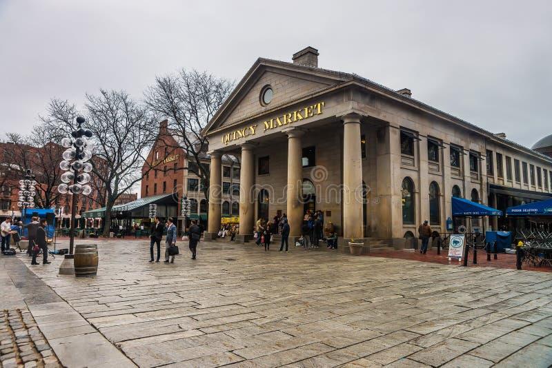 在Faneuil霍尔市场的昆西市场在街市波士顿 免版税库存图片