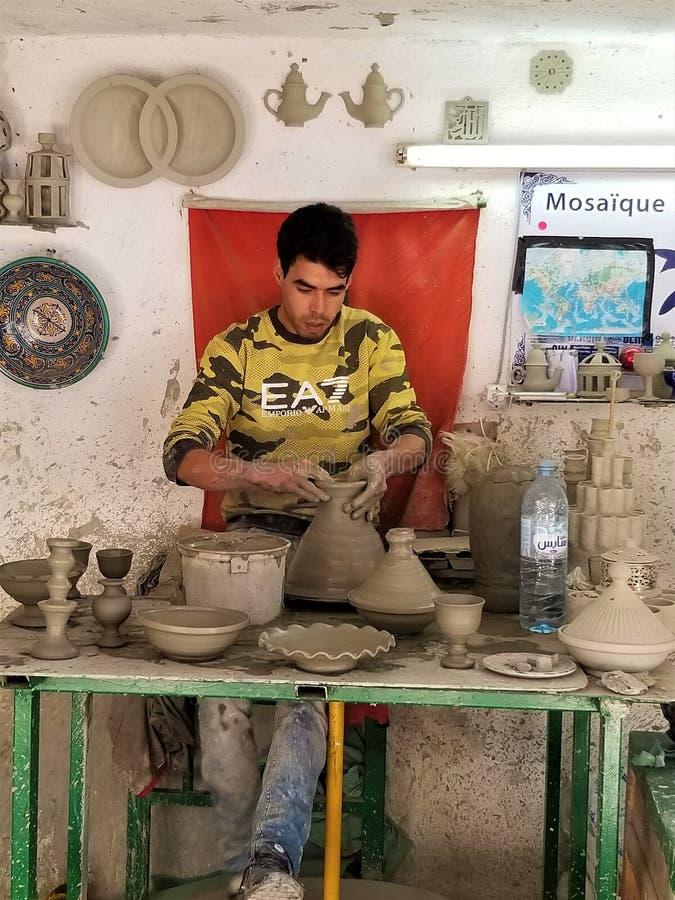 在Fes用手做的瓦器马赛克摩洛哥 免版税库存照片