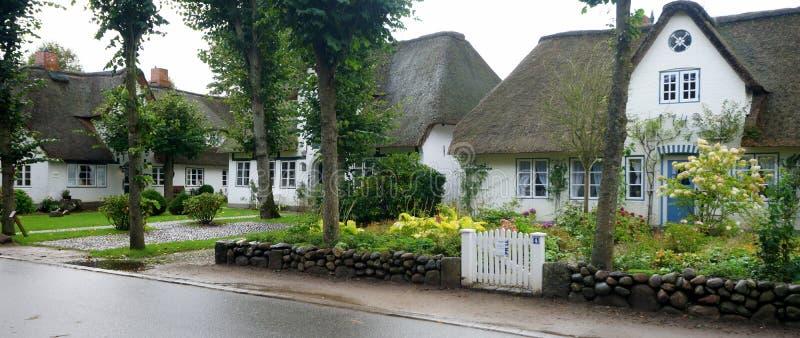 在Foehr海岛上的盖屋顶议院 图库摄影
