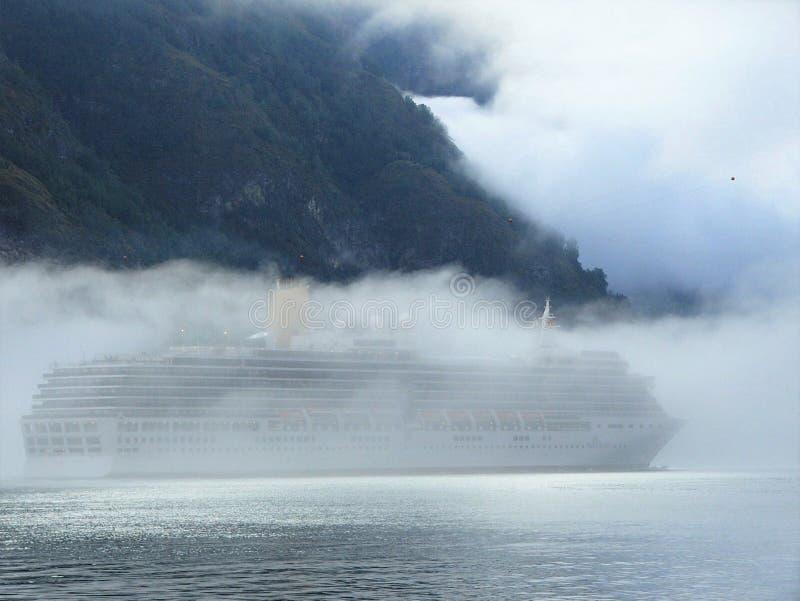 在fogbank的游轮世外桃源disapperas 免版税库存照片