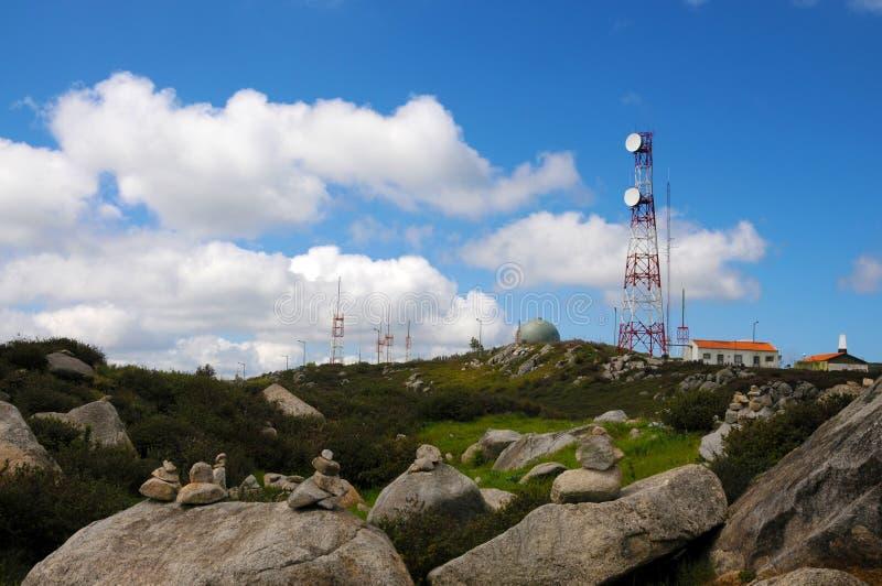 在Foia小山的无线电中继天线 免版税图库摄影