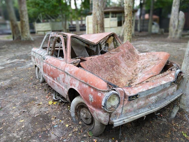 在forrest的老俄国汽车 免版税库存图片