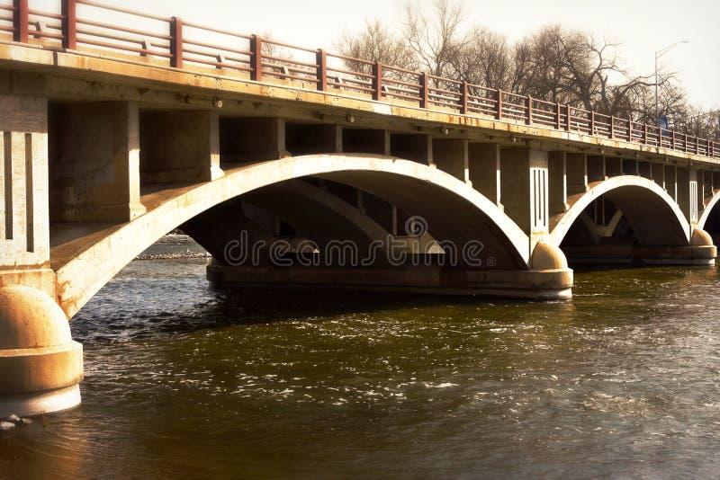 在Fox河的被成拱形的桥梁 库存图片