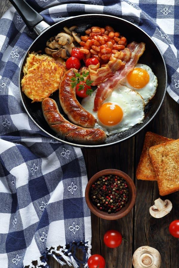 在friyg平底锅的英式早餐 图库摄影