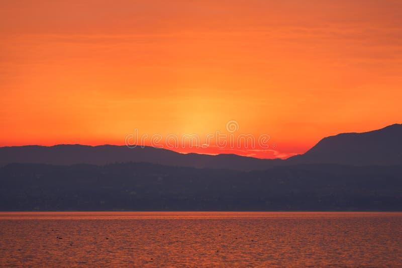 在Garda湖的日落 免版税库存照片