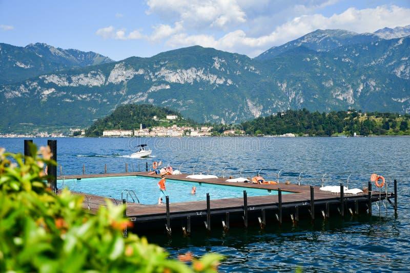 在Garda湖,意大利的游泳池 免版税图库摄影