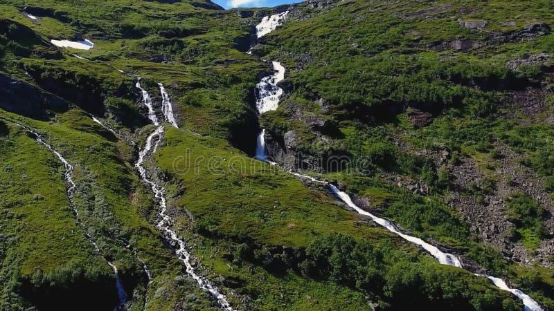 在Geiranger海湾位于的山瀑布,挪威附近 库存照片