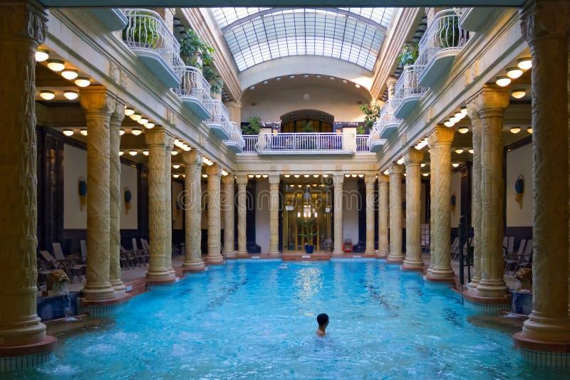 在Gellert浴,布达佩斯的游泳池 库存照片