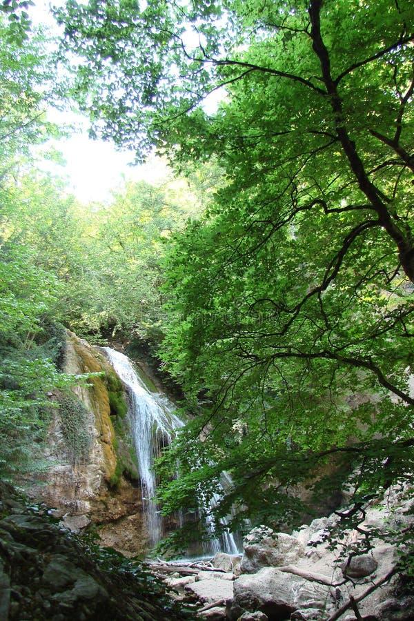 在Generalskoye附近村庄的山土坎在克里米亚半岛半岛的 乌克兰 克里米亚半岛山脉, wi的风景 免版税图库摄影