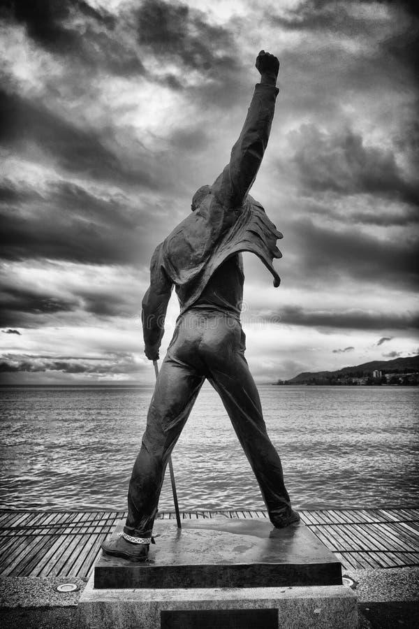 在Geneva湖江边的弗雷迪・默丘里雕象在蒙特勒 库存图片