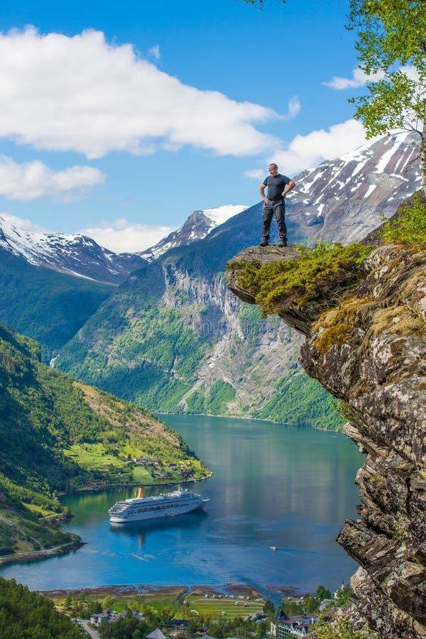 在Geranger海湾,挪威的Flydalsjuvet 图库摄影